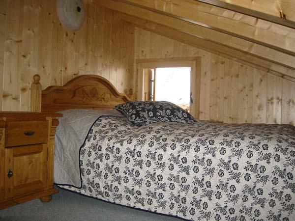 schlafzimmer mit schr ge gestalten wohndesign und. Black Bedroom Furniture Sets. Home Design Ideas